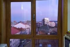 ventana-cocina-imitación-madera